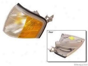 1994-1996 Mercedes Benz C220 Turn Signal Lens Bosch Mercedes Benz Turn Signal Lens W0133-1618421 94 95 96