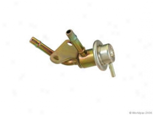 1994-1997 Infiniti J30 Fuel Pressure Regulator Paraut Infiniti Fuel Pressure Regulator W0133-1621477 94 95 96 97