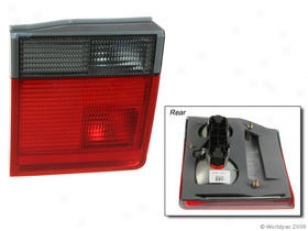 2001-2002 Land Rover RangeR over Tail Light Valeo Land Rover Tail Light W0133-1615493 01 02